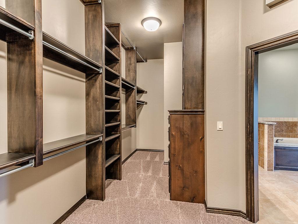 14476 Ironside Dr Closet